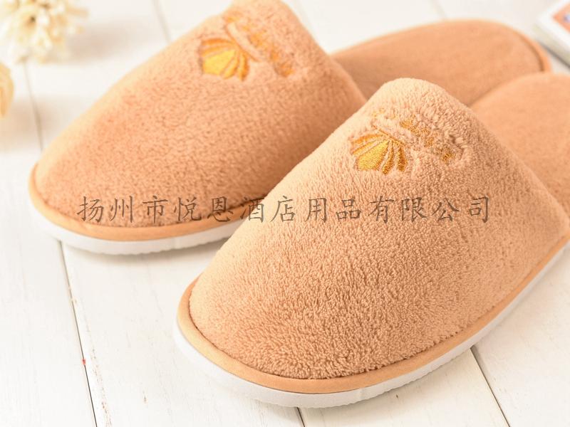 珊瑚绒绣花拖鞋