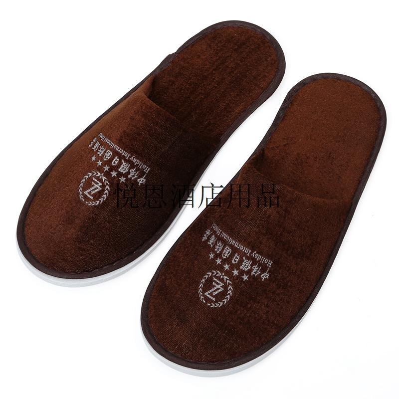 咖啡色拖鞋